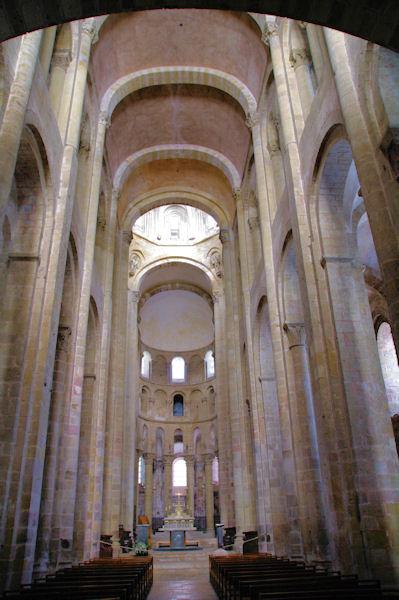 La nef de l_Abbaye de Conques