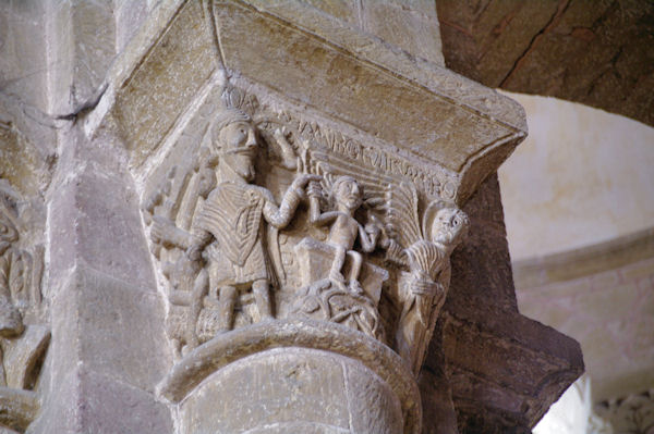 Chapiteau montrant Abraham sacrifiant son fils
