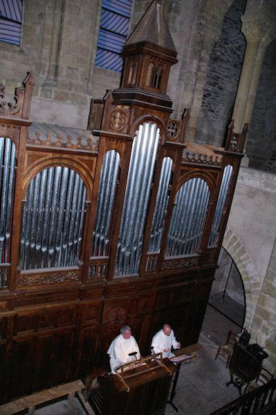 Frère Jean Daniel et Frère Evermode en concert nocturne dans l_Abbaye Ste Foy