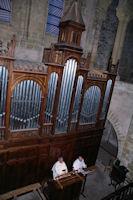 Frere Jean Daniel et Frere Evermode en concert nocturne dans l'Abbaye Ste Foy