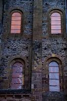Variation de couleur des vitraux de Pierre Soulages