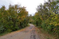 Chemin aux couleurs d'automne vers Bramaloup