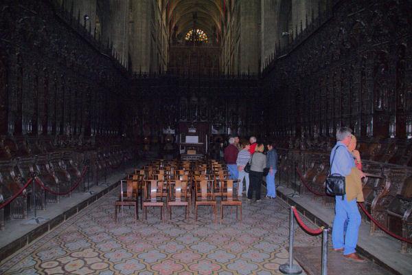 Le Chœur de la Cathédrale Ste Marie, 1500 personnage sculptés dans le chène