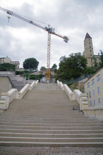 En bas des 370 marches de l_Escalier Monumental