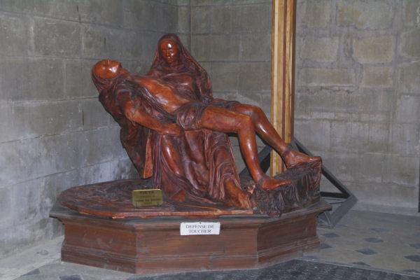 Piéta, sculpture de Daphné Du Barry dans la Cathédrale Ste Marie
