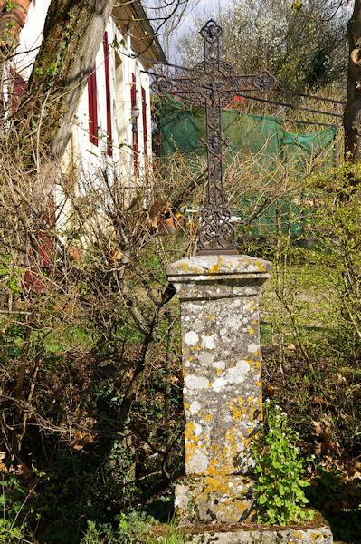 Une croix à Larrouy