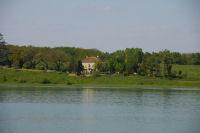 Vue de Briolle depuis l&#39autre rive du lac