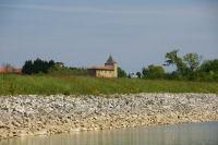Vue de Ducos depuis l&#39extremite Est du barage de la Gimone