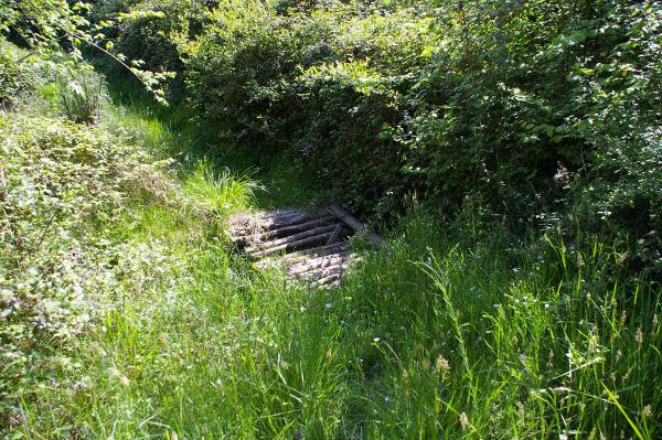 Petit pont sur le ruisseau descendant de Sénac