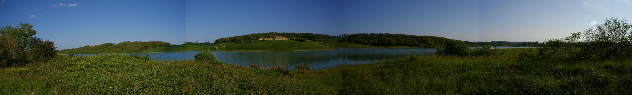 Panoramique du lac de la Gimone sous Escorsac