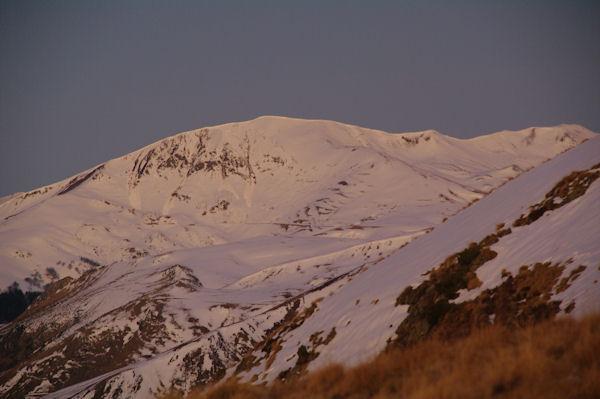Le Mont Né au lever du jour