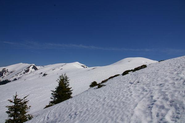 Les crêtes enneigés des Pics de Burat, de Bassioues, de la Hage et de Bacanère