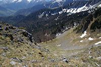 Vue plongeante sur la montee au Col du Pas de l'Ane