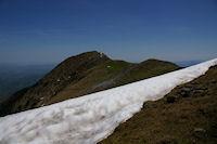 Le chemin menant au Pic de Cagire barre par une plaque a vent!