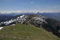 Depuis le Sommet de Pique Poque, le Sommet des Parets et le Pic d'Escalette, au loin on distigue le glacier de l'Aneto