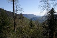 Au loin, les cretes de Cornudere depuis le chemin menant au Refuge de Larreix