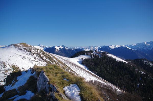 Le Cap de Salières et plus loin, le Mont Valier depuis le Cap de la Pique de Plas