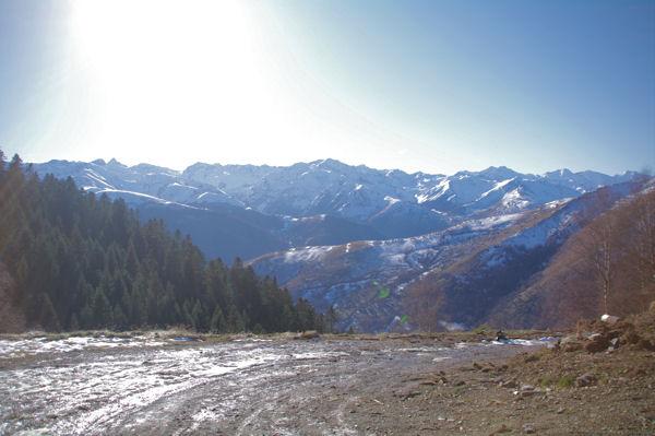 Les Pyrénées du Luchonnais depuis le vallon du ruisseau de Sacau