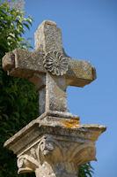 La Croix pres de l'eglise de Perron