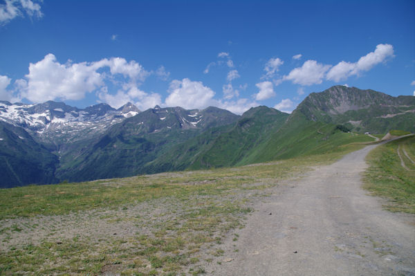 Le Pic de Céciré depuis Superbagnères, à gauche, la vallée du Lis