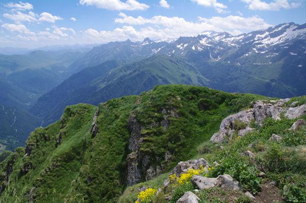 Vue Sud Est du Pic de Céciré, on apperçoit l_Aneto