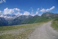Le Pic de Cecire depuis Superbagneres, a gauche, la vallee du Lis
