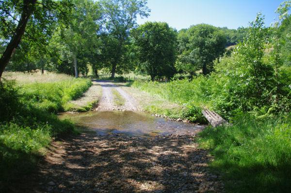 Passage à gué du ruisseau du Lavet de derrière