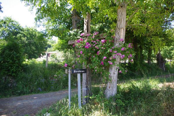 Croix fleurie à Bordères