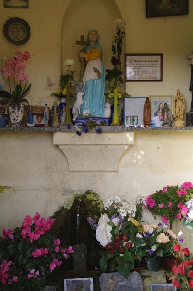 La fontaine de Ste Germaine aux Tambourets sur la D37