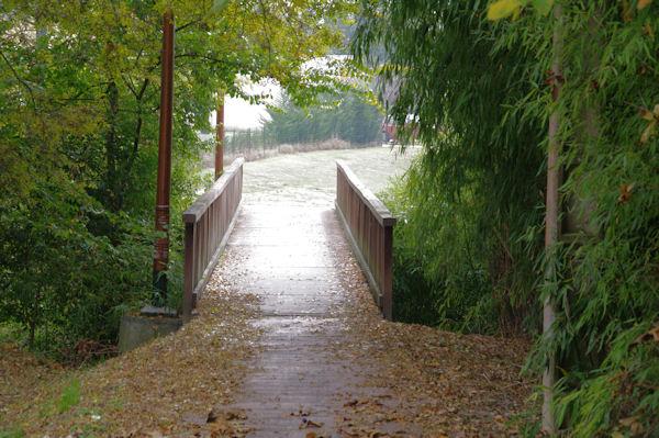 Le pont sur l_Aussonnelle en bas de Cornebarrieu