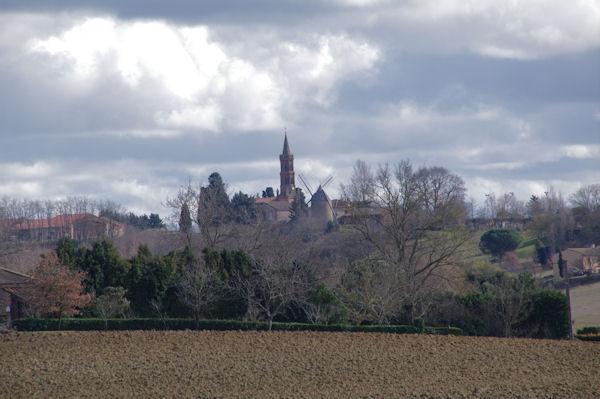 L_église et le moulin de Montbrun Lauragais
