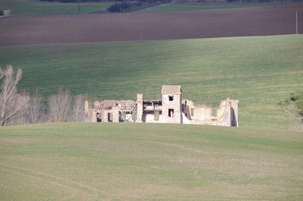 Un château en ruine près du Bois de la Tuilerie