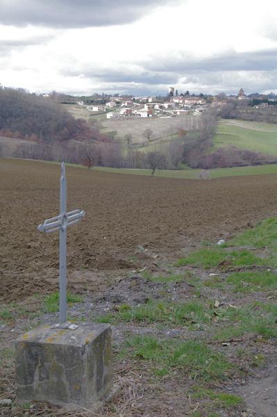 Une croix à l_Orfèvre, au fond, Deyme