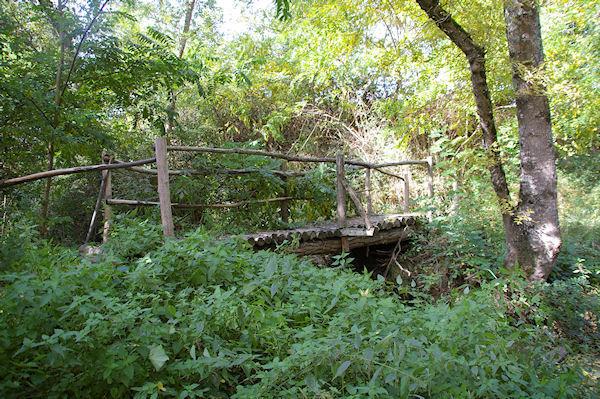 Le petit pont de bois sur la Trujol en dessous de Ste Foy de Peyrolières