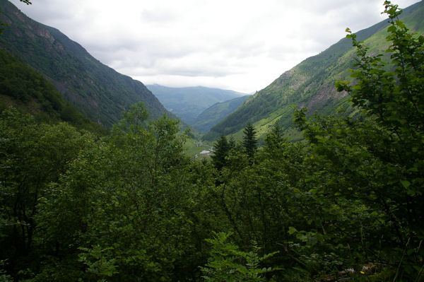 Le Val d&#39Astau depuis les premiers lacet du chemin montant au lac d&#39Oo