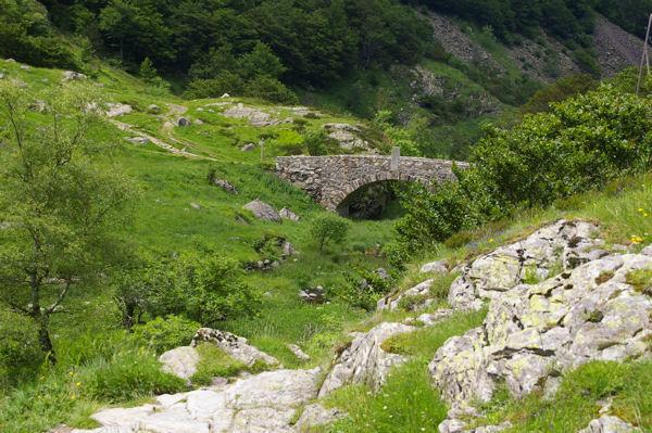 Joli petit pont avant d&#39arriver au lac d&#39Oo