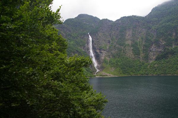 Le lac d'Oo et sa célèbre cascade