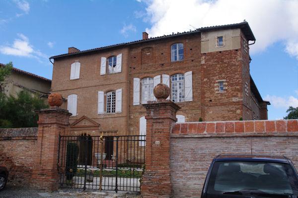Jolie maison à coté de l_église de Fourquevaux