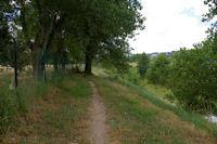 Le chemin au bord de l'Hers, juste apres le Pont de Balma