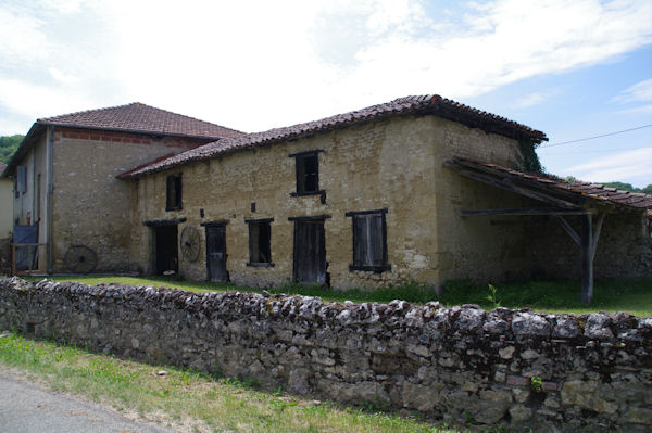 Jolie grange à Houéganac