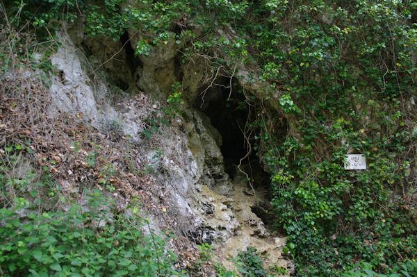 Un abri préhistorique dans les gorges de la Save