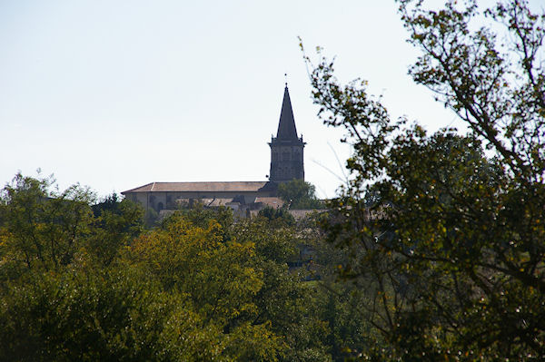 L&#39église de Rieumes depuis la chapelle Lormette