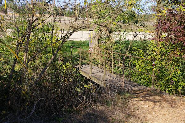 Le petit pont sur le ruisseau de Simoure