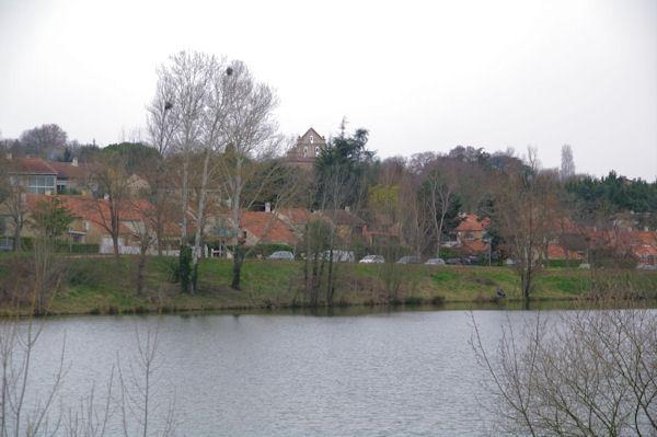 Le Lac de Flourens, l_église au fond