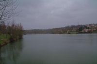 Le Lac de Flourens sous la grisaille hivernale