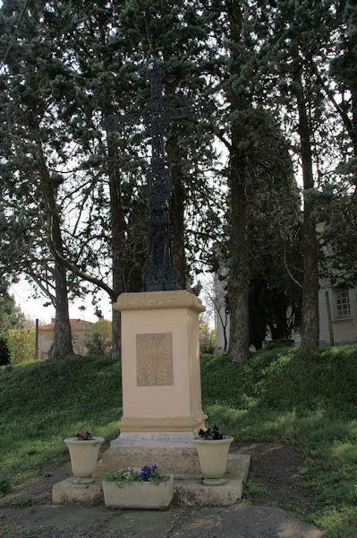 Une croix anonyme à Pouy de Touges