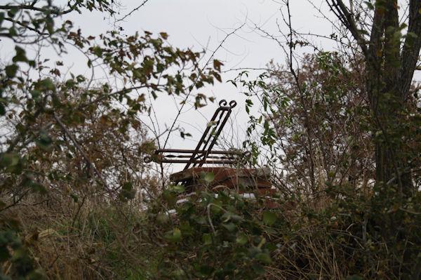 Un cimetière abandonné au dessus de La Bofe