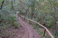 La piste Robert Thomas dans la descente vers la vallee de la Garonne
