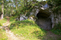 La celebre grotte de Rodes ou abri d'Aurignac qui donna son nom aux Aurignaciens