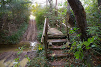 Le petit pont pour traverser le ruisseau de Saverette